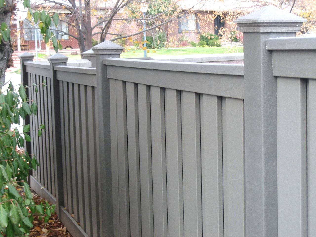 Trex fencing trex fencing cost ma composite fencing for Green privacy fence ideas
